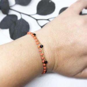 Bracelet corail noir porté